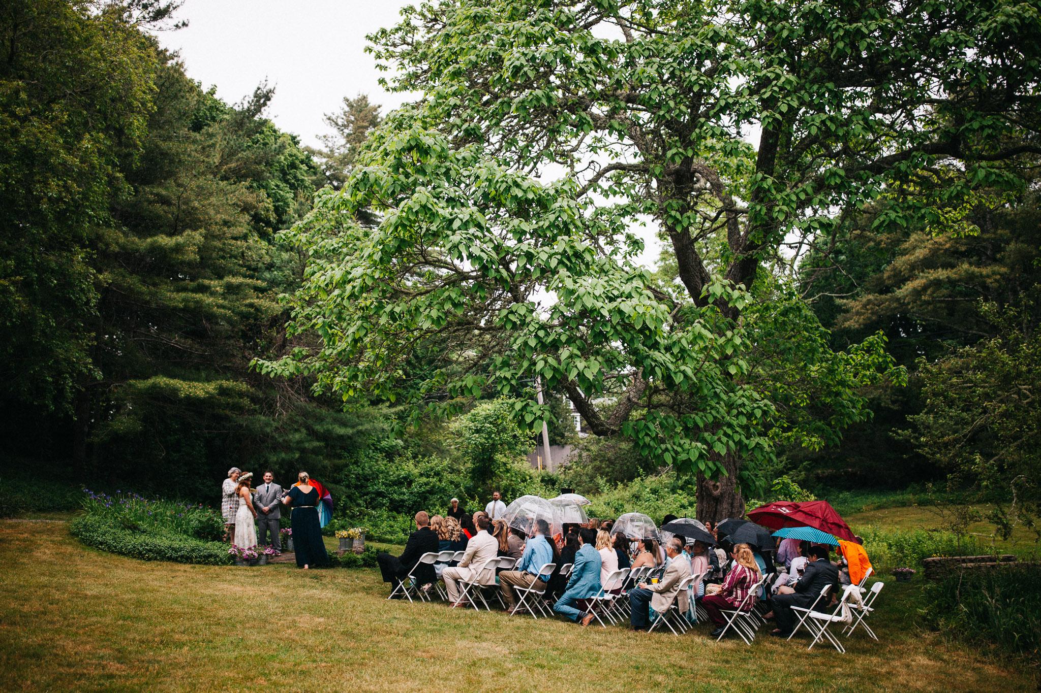 beginning of the rain during wedding